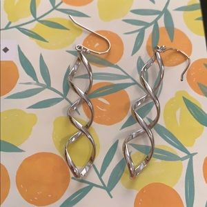 Jewelry - Wavy sterling silver earrings